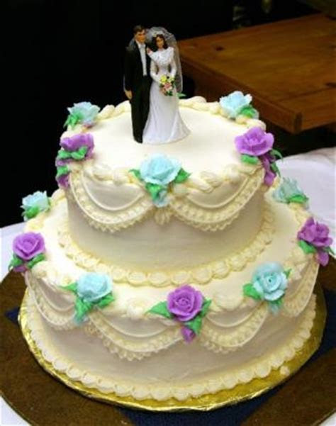 Wedding Cakes from Albertsons   LoveToKnow