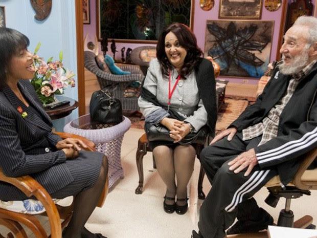 primeira-ministra da Jamaica, Portia Simpson-Miller, e Fidel Castro, em Havana, nesta segunda-feira (27). (Foto: Alex Castro/Cubadebate/AP)