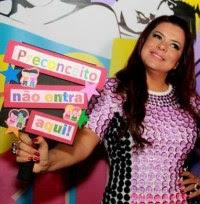 """Vídeo – Mara Maravilha faz show em boate gay e pede perdão a homossexuais: """"Deus é amor"""""""