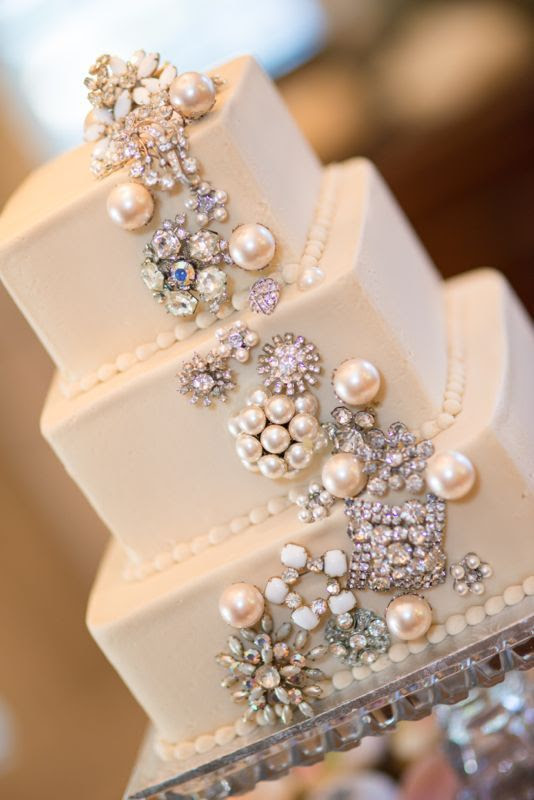 1000+ images about Cake jewelry, flowers on Pinterest | Brooches ...
