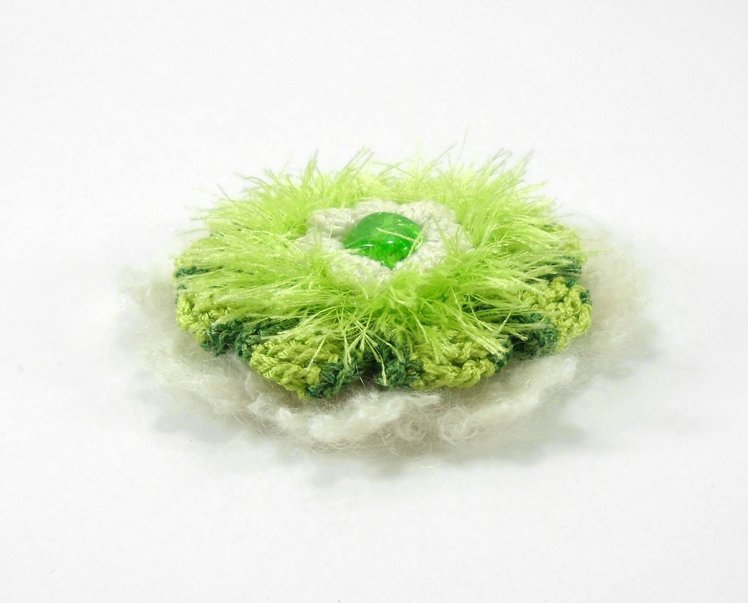 Crochet Flower Brooch - Green and White - Smalkumi