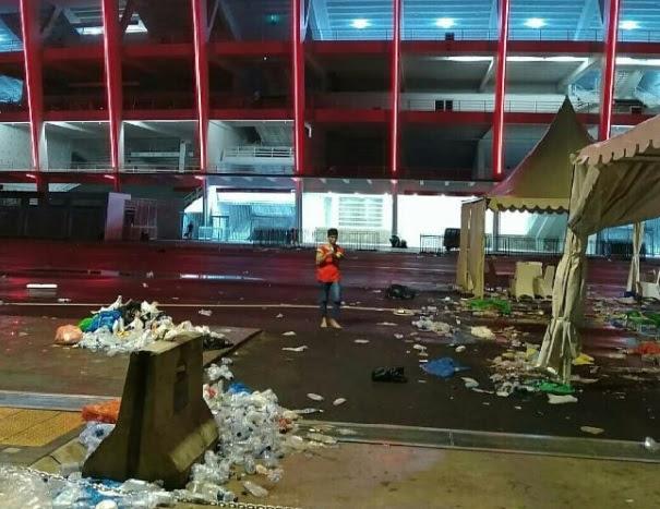 tapi megahnya Stadion Utama Gelora Bung Karno memang patut menciptakan gembira Duduk Tanpa Etika di GBK