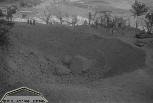 Foto del cráter generado por una de las minas republicanas en el Alcázar en 1936. foto Erich Andres. Ministerio de cultura. Centro Documental de la Memoria Histórica