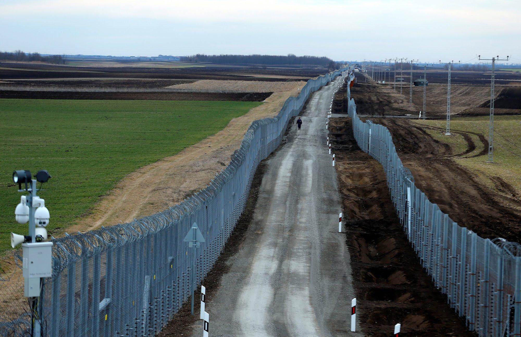 Αποτέλεσμα εικόνας για hungarian border fence