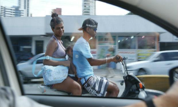 Cinquentinhas costumam descumprir normas de trânsito em Pernambuco / Foto: Alexandre Gondim/JC Imagem