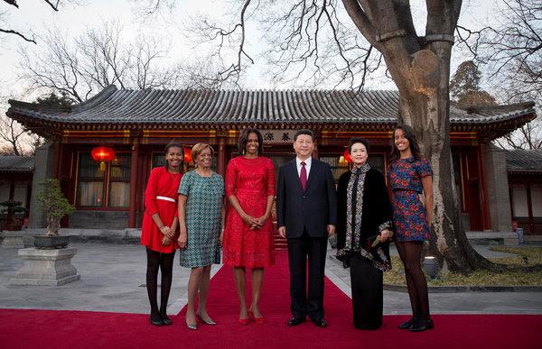 2014年3月21日,米歇尔·奥巴马携女儿和母亲与中国国家主席习近平及夫人彭丽媛在一起。