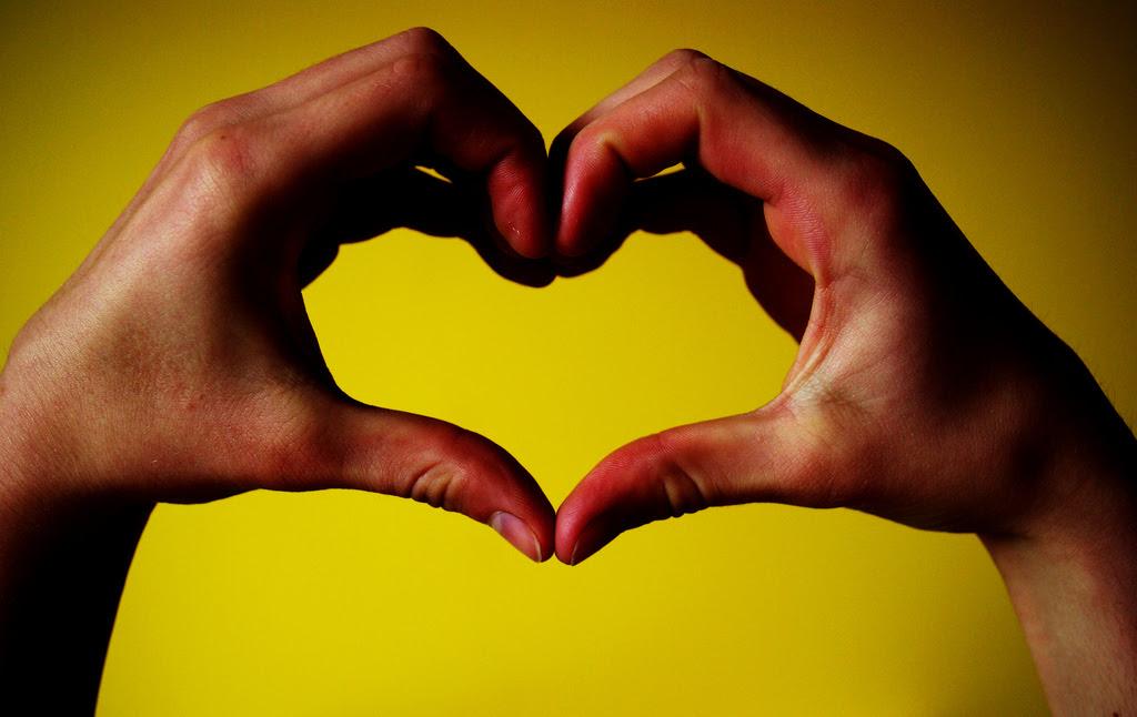 Amor Manos Juntas