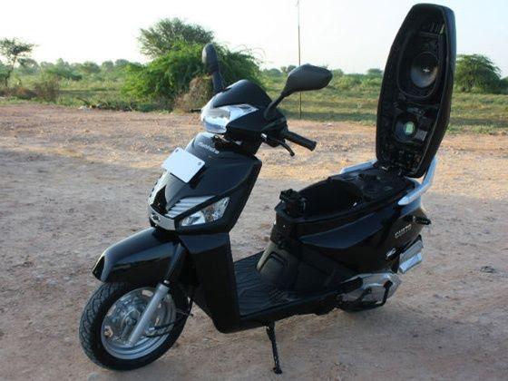 Mahindra Gusto self-locking seat
