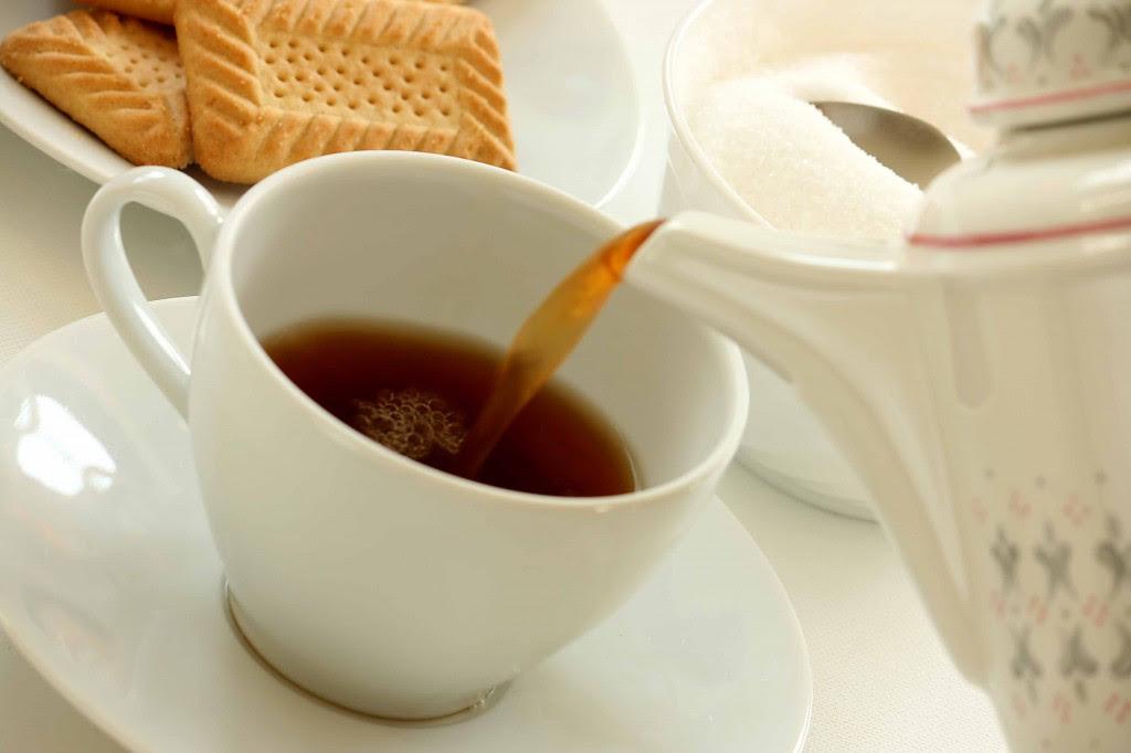 teawithcookies 1024x682 Αν θέλετε να «ξυπνήσετε» το πρωί προτιμήστε το τσάι