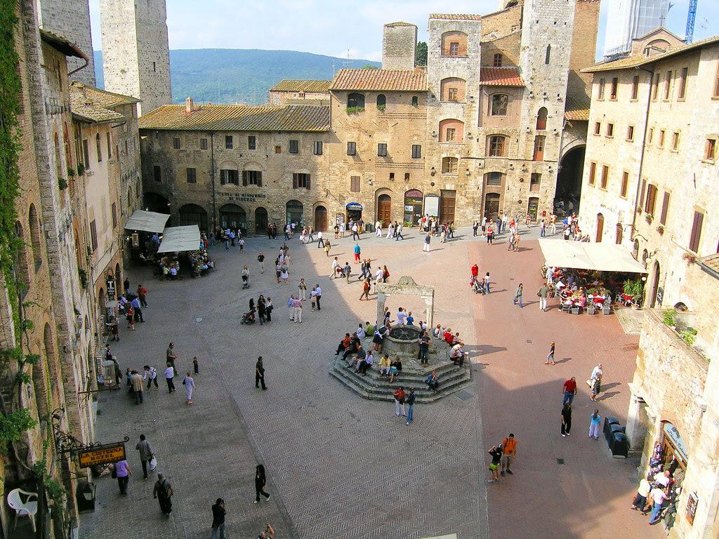 Piazza della Cisterna, San Gimignano (II)