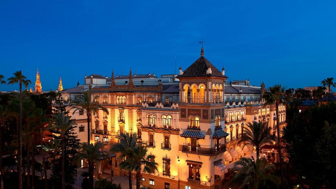 Concebido para ser uno de los hoteles más exquisitos del mundo, el Alfonso XIII renace completamente renovado pero manteniendo la esencia que lo convirtió en un icono digno de la realeza.
