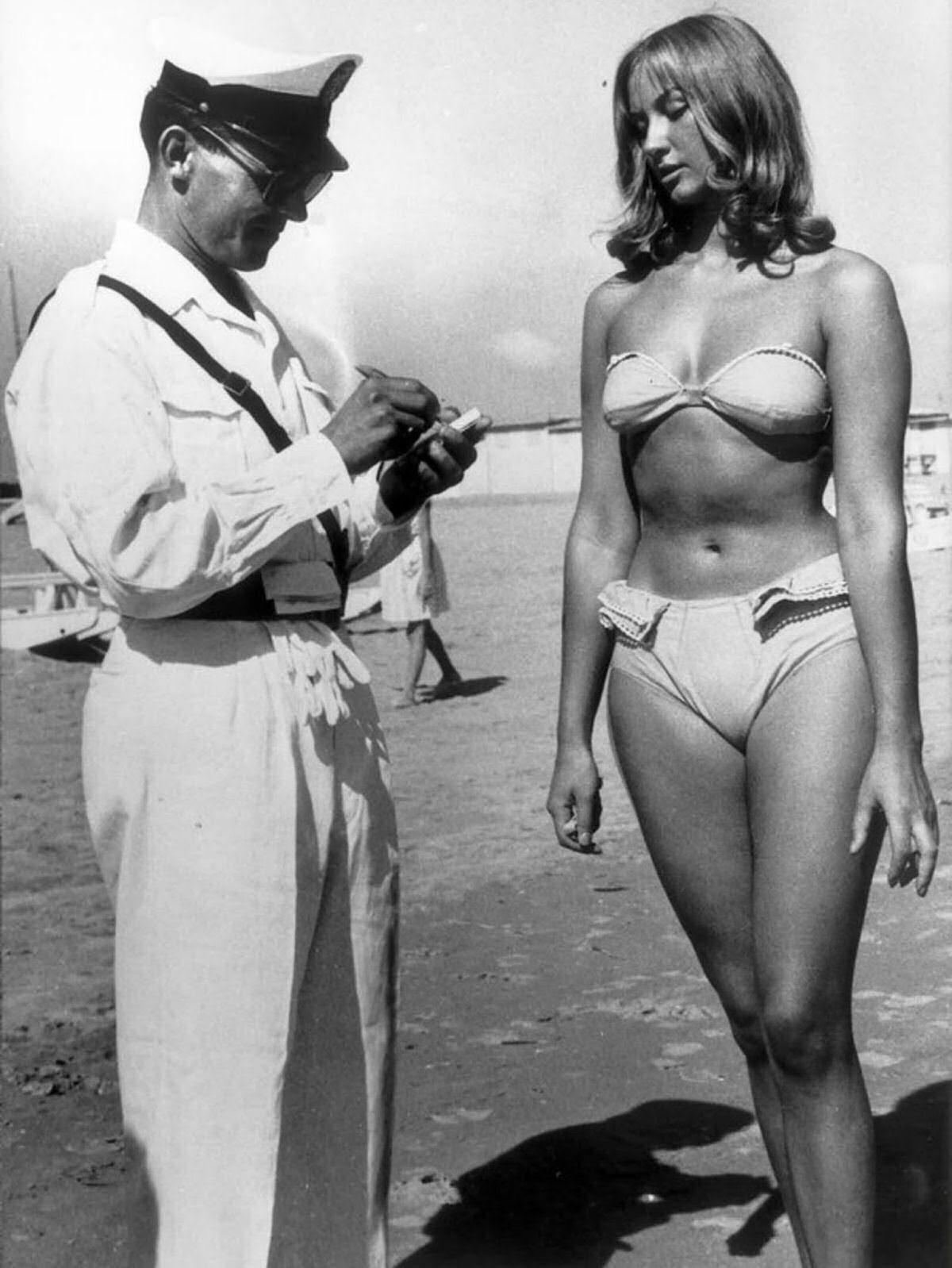 Há exatos 60 anos esta mulher era multada por usar biquíni na praia