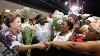 """No Piauí, Dilma Rousseff recebe """"bênçãos de exu"""" de umbandistas e agradece gesto"""