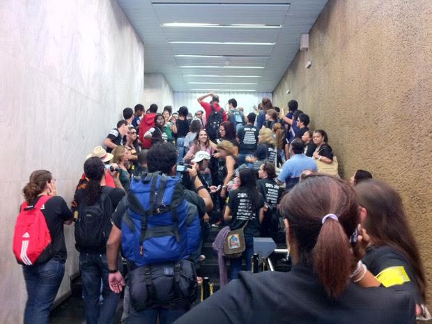 Professores invadem prédio da Secretaria de Educação (Foto: Thamine Leta/G1)