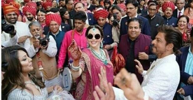 At Akash Ambani and Shloka Mehta's wedding, Shah Rukh Khan's donning in Baraati dance is unmissable