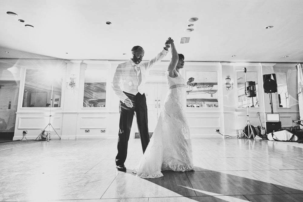 1st dance at Stoke-by-Nayland Golf Club - www.helloromance.co.uk