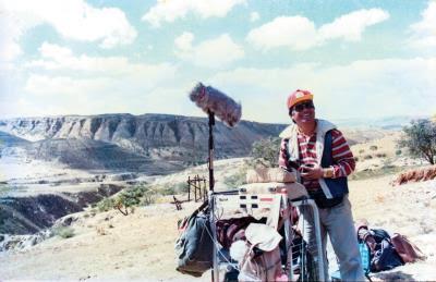 胡定一年輕時,曾為導演王小棣執導的電影《飛天》錄音。(胡定一提供)
