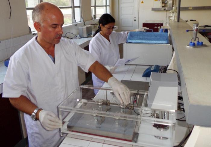 En varias provincias, las universidades constituyen el eje de la actividad científica y dirigen los principales centros de investigación, como es el caso del Centro de Bioactivos Químicos de Villa Clara. Foto: Freddy Pérez Cabrera