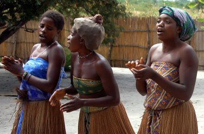 http://africalight.files.wordpress.com/2009/10/afrika-girls-frauen-people_39.jpg