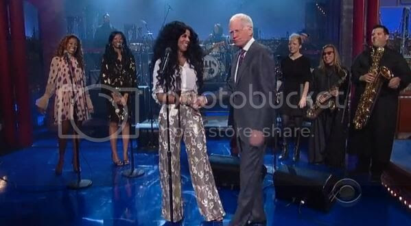 Kelis performs 'Jerk Ribs' on 'Late Show with Letterman'...