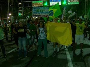 Protesto contra Dilma em Boa Viagem (Foto: TV Globo / Reprodução)