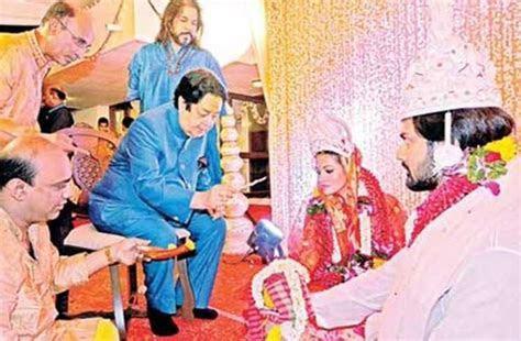 riya sen gets married to boyfriend shivam tewari   Riya
