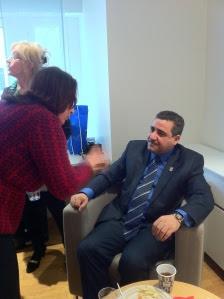 Kefah Esmael från IQSpaces samtalar med Guvernör Salah Salem Abdelrazaq