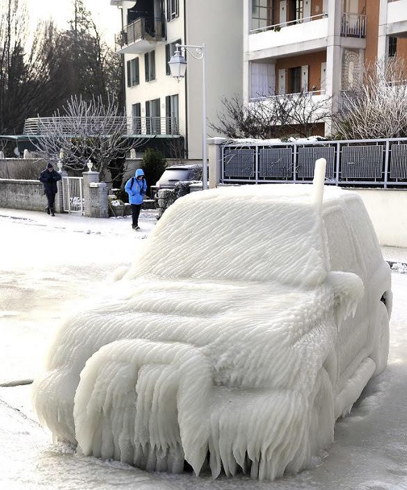 perierga.gr - Αυτοκίνητα μεταμορφώθηκαν από τον πάγο σε έργα τέχνης!