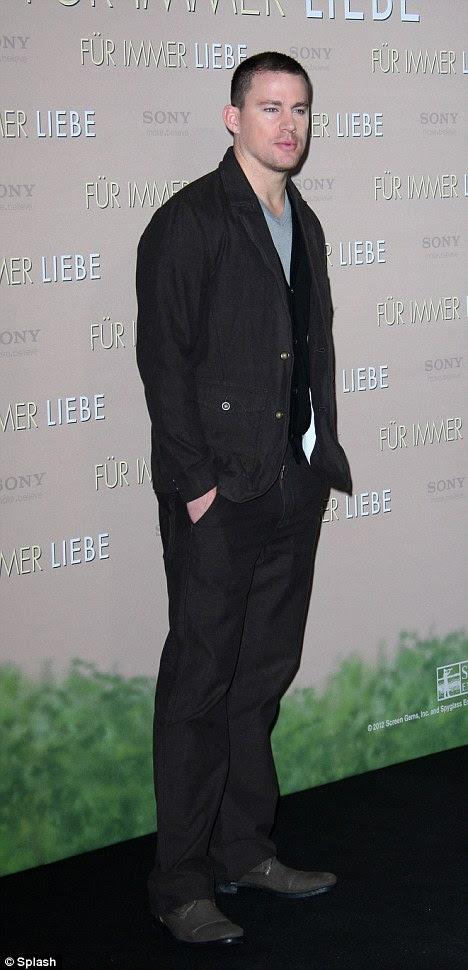 Anime-se, amor: Channing parecia um pouco triste quando ele posou com as mãos nos bolsos