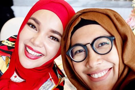 model hijab  pengguna kacamata tulisanviralinfo