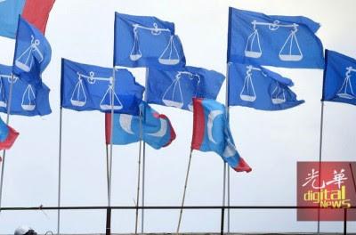 国阵失去执政中央所需的简单多数议席。