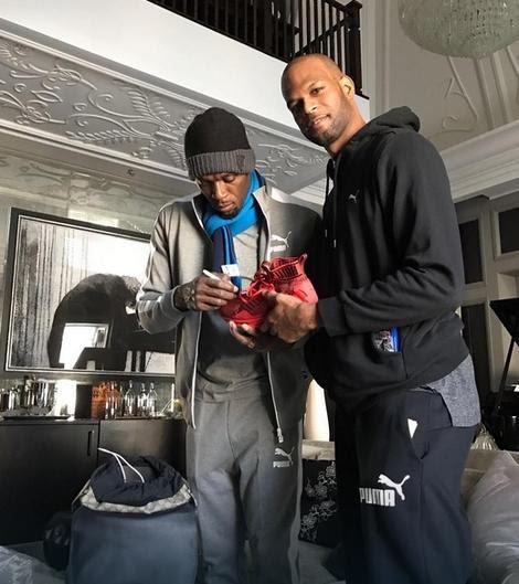 Žermejn Mejson pozira dok mu Bolt daje autograme za rođake