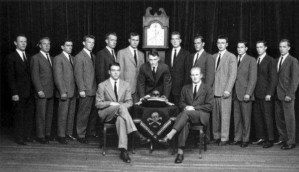 Убийство Кеннеди организовали Джордж Буш старший и сионисты, чтобы предотвратить национализацию ФРС