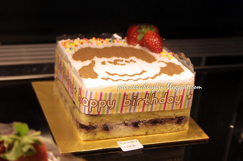 Charlie Brown Cafe cakes 04