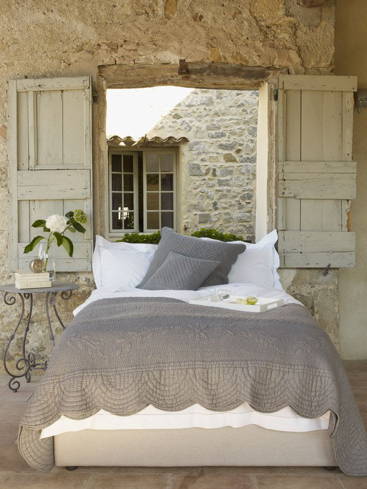 How lovely would it be to open those shutters to the fresh air! Ahhh!