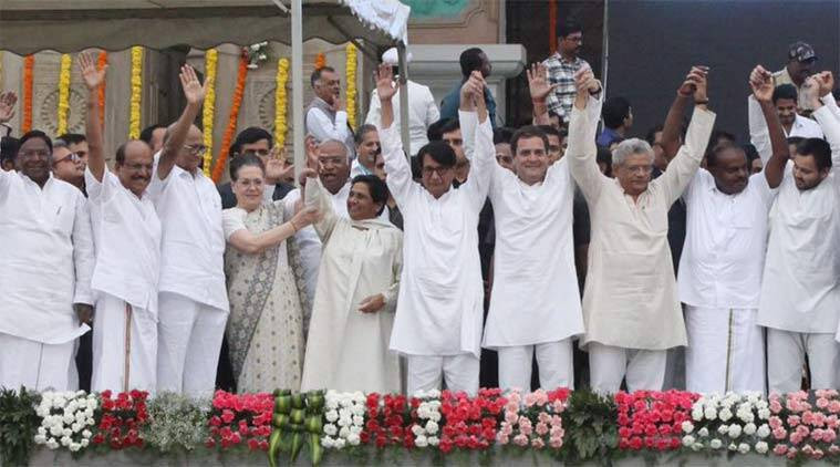 Kumaraswamy, kumaraswamy swearing in, sonia gandhi, rahul gandhi, united opposition, karnataka, opposition, kumaraswamy oath-taking ceremony, Pinarayi Vijayan, Mamata Bannerjee, Arvind Kejriwal, Chandrababu Naidu, Akhilesh Yadav, Mayawati, Sharad Yadav, Rahul Gandhi, Sonia Gandhi