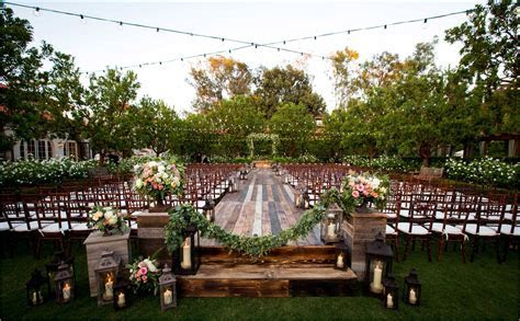 12 Awesome Ideas How to Craft Outdoor Backyard Wedding