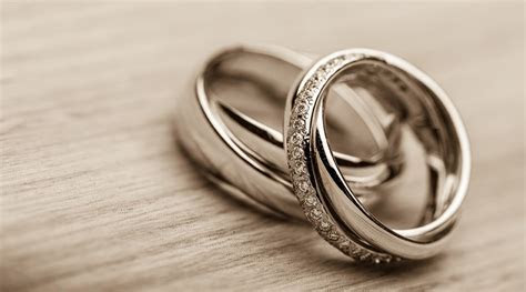 Should I go for a Diamond set Wedding band, or a Plain band?