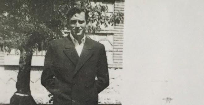 Marcos Ana, cuando todavía era Fernando, en el patio de la enfermería de la Carcel de Burgos, 1951