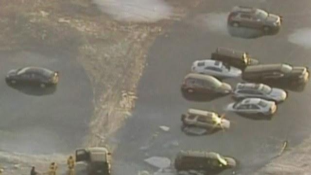 Lago derreteu e os carros afundaram (Foto: BBC)