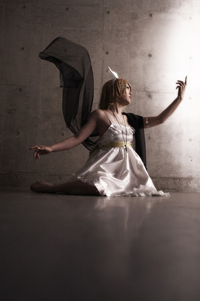"""You may keep singing for eternity."" Vocaloid Synchronicity ~Meguru Sekai no Requiem~ Cosplay Kagamine Len by RokuKagamine Rin by Fuka"