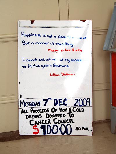 2009.12.10_Sign at Ballan station_Happiness_400