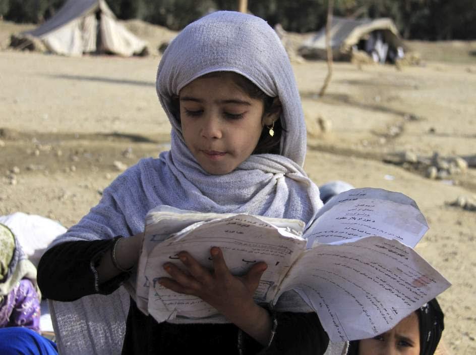 Colegio improvisado en Afganistán