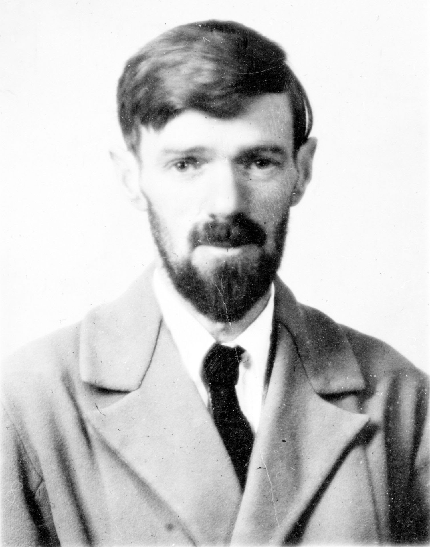 http://upload.wikimedia.org/wikipedia/commons/4/44/D_H_Lawrence_passport_photograph.jpg