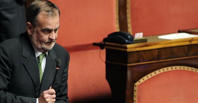 """Voto di scambio, Calderoli annuncia la """"ghigliottina"""": via gli emendamenti M5s"""