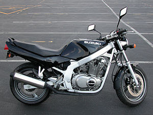 1997 Suzuki GS500E in black in the Rose Bowl p...