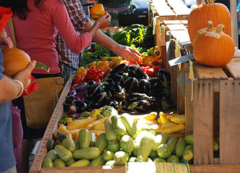 people buying fresh whole food at the farmer's market
