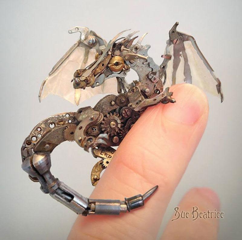 Pequenas esculturas steampunk feitas à base de relógios reciclados 01