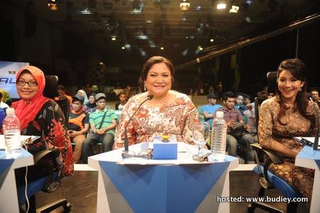 Ketua Juri Ziana Zain bersama juri jemputan Adibah Noor dan Cikgu Siti Hajar