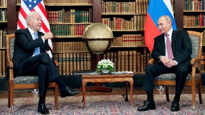 Путин подарил Байдену письменный набор «Москва»